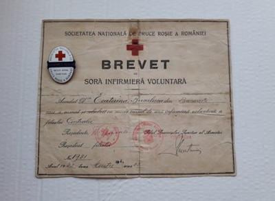 Brevet + Insigna Sora Infirmiera Voluntara , Inter Arma Caritas, Cruce Rosie WW2 foto