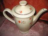 Ceainic Thun Boemia portelan cu flori rosii.
