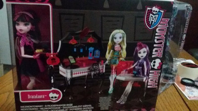 Drakulaura +Mobilier Monster High foto