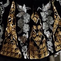 Costum popular Sort din catifea cu broderie si paiete