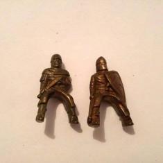 Lot 2 figurina soldat / soldatel de metal, cavaleri, 3.5cm