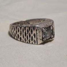 Inel argint cu Piatra centrala VECHI vintage MASIV patina frumoasa de Efect