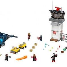 LEGO® Super Heroes Batalia de la aeroportul Super Heroes 76051