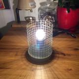 Lampa handmade din plasa si beton