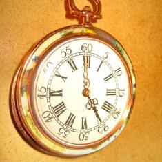 Ceas buzunar scena epoca metal aurit cadran roman functional diam. 5cm.