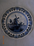 Farfurie decor,portelan Delft,margini ondulate,marcaj FENA, diam.22cm