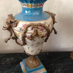 Deosebita amfora cu anse statuete din bronz portelan pictat manual