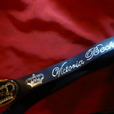 Curea neagra inscriptionata Victoria Beckham, 106 cm catarama Coroana Regala - Curea Dama, Marime: Masura unica, Culoare: Negru
