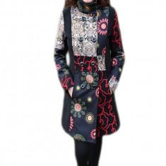 Palton deosebit de culoare neagra cu diferite tesaturi colorate (Culoare: NEGRU, Marime: 36) - Palton dama