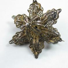 Brosa vintage din  filigran de argint cu floare