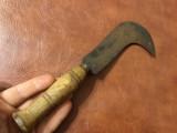 Scule / unelte vechi - secera veche model cosor cu maner din lemn !