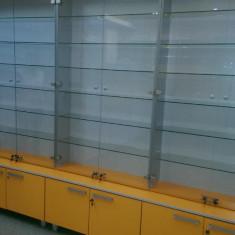 Corp de vitrine de sticla