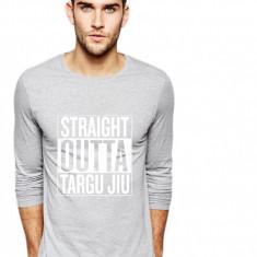 Bluza barbati gri cu text alb - Straight Outta Targu Jiu, Marime: S, M, L, XL