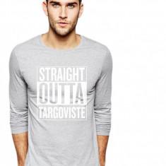 Bluza barbati gri cu text alb - Straight Outta Targoviste, Marime: S, M, L, XL