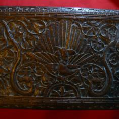 Cutie veche de bijuterii , din lemn frumos sculptata , sertar interior ,sec.XIX