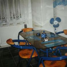 Masa de bucatarie din metal si sticla cu 4 scaune