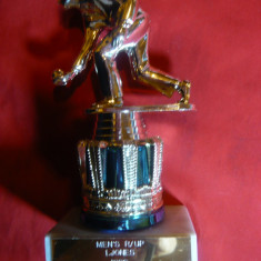 Trofeu pentru Popice cu Statueta metal aurit, h= 10, 5 cm, metal si marmura - Metal/Fonta