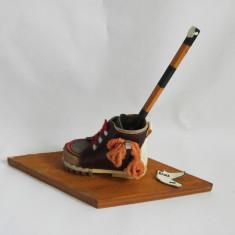 Bocanc lemn suvenir artizanat romanesc, Spre cabana, perioada comunista - Miniatura Figurina