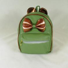 Rucsacel verde cu fundita si urechiuse+CADOU