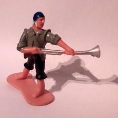 Figurina, pirat (om cu pusca si sabie la spate), 6cm, plastic