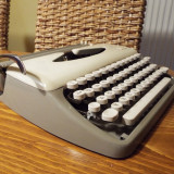Masina de  scris mecanica ADLER Tippa