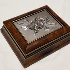 Cutie bijuterii SEMNATA cu ornament floral SPLENDID din lemn de Cires IMPECABILA