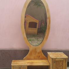 Vand toaleta cu oglinda de dormitor