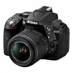 NEGOCIABIL Nikon D5300 + 18-55mm VR + Grip + Carduri + Geanta - Aparat foto DSLR