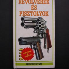 Revolvere  si  pistoale.  Catalogul  prezinta  128  piese. Color