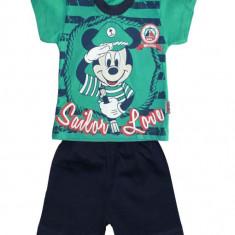 Costum sport verde cu Mickey Mouse COD HBT37