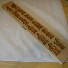 Matrita din lemn cu 27 modele