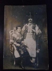 FOTOGRAFIE F.VECHE,costum national traditional,militar cu pusca de lupta.T.GRAT