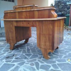 Masa de birou antica