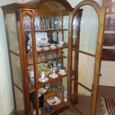Vitrina din sticla cu cadru de lemn - Bufet