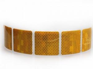 Bandă adezivă reflectorizantă pentru autovehicule-galben intrerupta foto