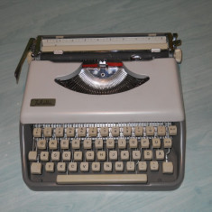 Masina de scris Julietta