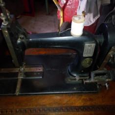 Maşină de cusut Marque Deposee și cadru Adria colectie