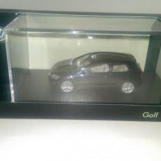 Se vinde macheta VW Golf 7 2012 negrumetallic HERPA, 1:43