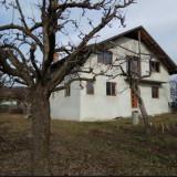 Casa cu teren - oras Topoloveni - 2000 m2