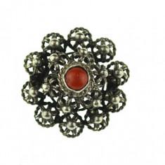 Brosa argint vintage, model floral filigranat, decorata coral, design minimalist