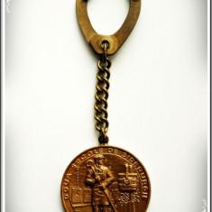 BRELOC VECHI CU MEDALIE ANIVERSARĂ 1971 - COMBINATUL SIDERURGIC REȘIȚA, 200 ANI! - Medalii Romania