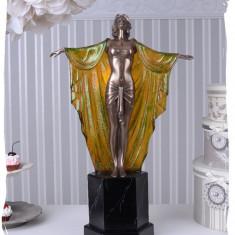 LAMPA ART DECO CU O FEMEIE CU MANTIE IS264