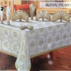 Set fata de masa pentru 12 persoane