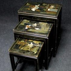 Un set superb de 3 masute stil chinezesc antic cu pictura manuala