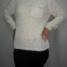 Bluza moderna, neagra, bleumarin, crem cu lantisor argintiu - Pulover dama