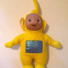Jucarie plus Personaj Teletubbies, Laa Laa (galben), 33cm cu antenuta cu tot - Jucarii plus