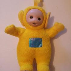 Jucarie plus Personaj Teletubbies, Laa Laa (galben), 20cm cu antenuta cu tot - Jucarii plus