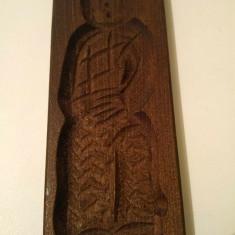 Matrita / forma de lemn veche, traditionala pt turta dulce, barbat costum tradit