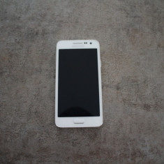 Samsung Galaxy A3 - Telefon Samsung, Neblocat, Single SIM, 1.5 GB