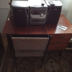 Birou si scaun din lemn lacuit - Scaun birou